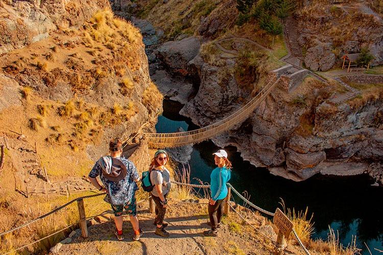 tour to the-last-Inca-bridge-Queswachaca
