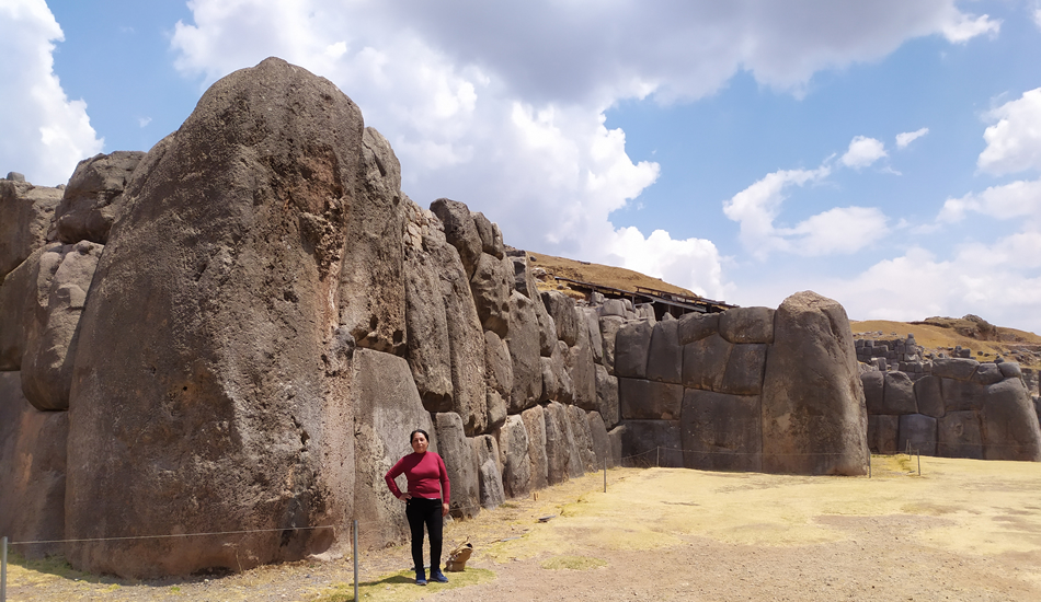 Cusco city tour - the biggest stone at Sacsayhuaman