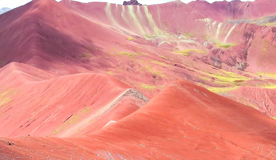 rainbow mountain vinicunca - red valley