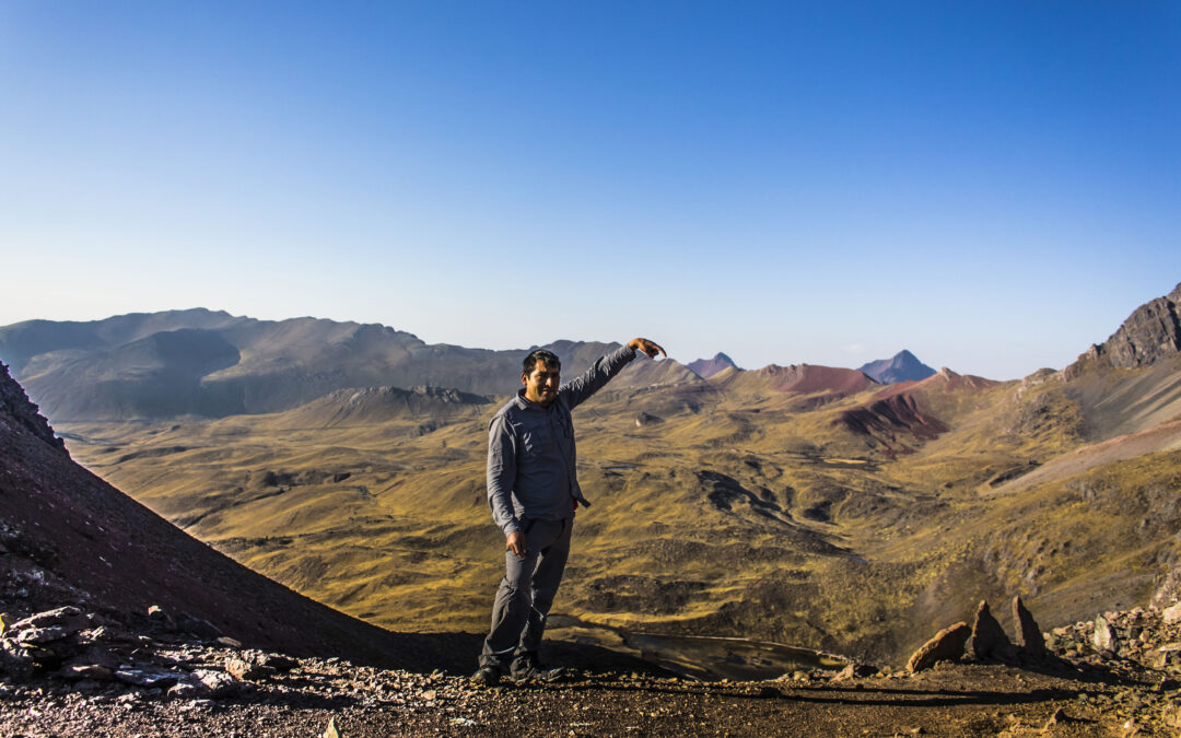Reach the sky with your hands | Trek to Ausangate